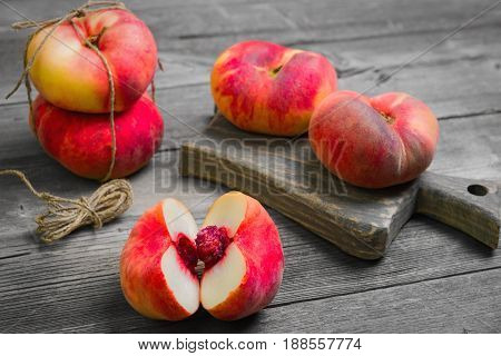 Flat Doughnut Peaches (saturn Peach)