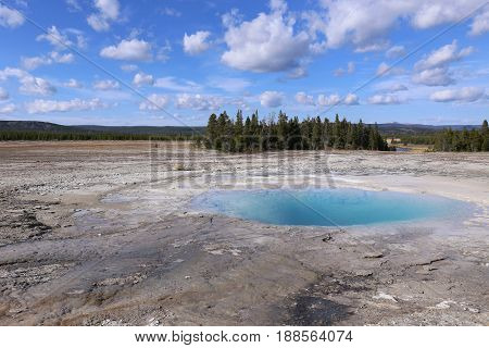 Clear turquoise colored Hotspring in the Yellowstone NP