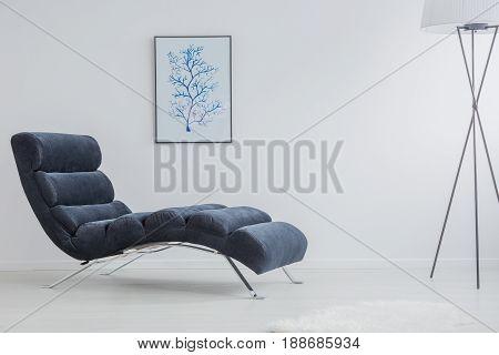 Monochromatic And Simple Interior