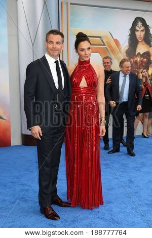 LOS ANGELES - MAY 25:  Chris Pine, Gal Gadot at the