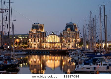 Oostende littoral railway station surrounded by yachts