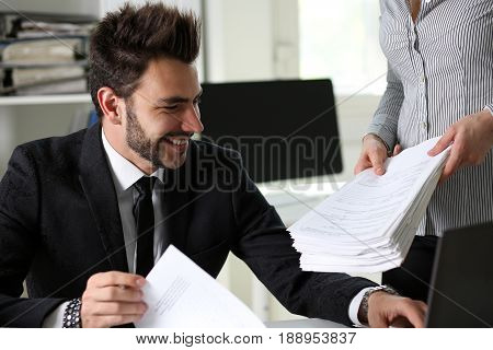 Female Employee Show Pack Of Documents To Manager
