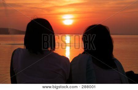 Girls_watching_sunset