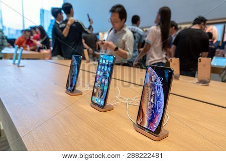 Bangkok, Thailand - November 2018 : Showing New Iphone Xs Max And Iphone Xs On The Table In Apple St