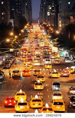 Concurrida calle en la ciudad de nueva york