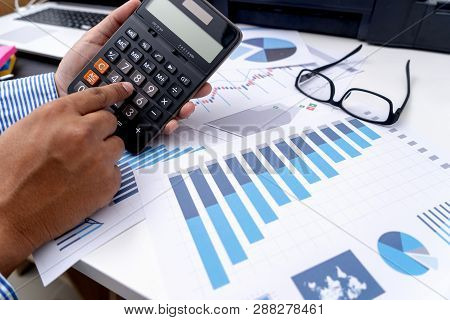Calculate The Numbers, Finance Accounting  Graph Financial With Social Network Diagram