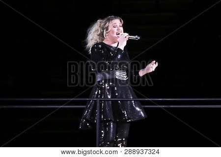 UNIONDALE, NY - MAR 07: Singer Kelly Clarkson performs in concert at NYCB Live on March 7, 2019 in Uniondale, New York.