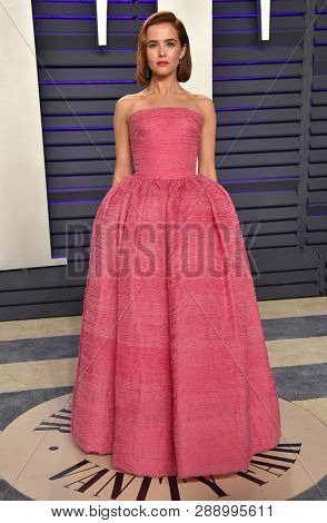 LOS ANGELES - FEB 24:  Zoey Deutch arrives for the Vanity Fair Oscar Party on February 24, 2019 in Beverly Hills, CA