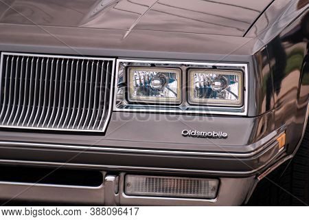 Toronto, Canada - 08 18 2018: Front Part Of Exterior With Grille, Front Lights, Logo Of 1984 Oldsmob