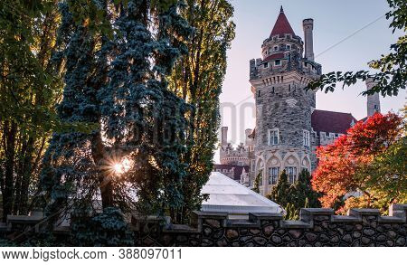 Toronto, Canada - 10 09 2018: Sun Beaming Through Trees In Alley Beside Casa Loma. Casa Loma Is A Go