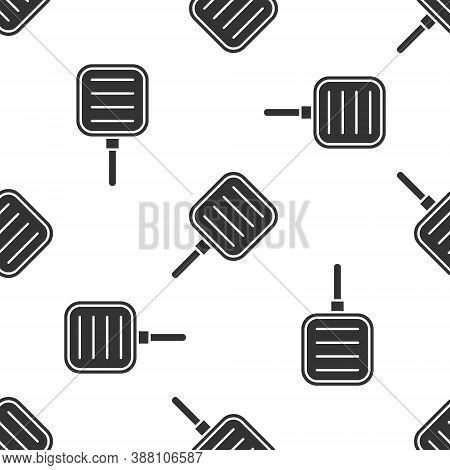 Grey Frying Pan Icon Isolated Seamless Pattern On White Background. Fry Or Roast Food Symbol. Vector