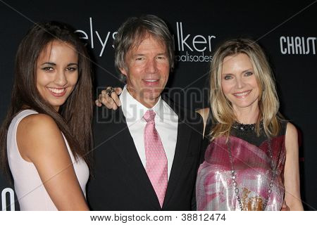 LOS ANGELES - OCT 26:  Claudia Rose Pfeiffer, Michelle Pfeiffer, David E. Kelley arrives at