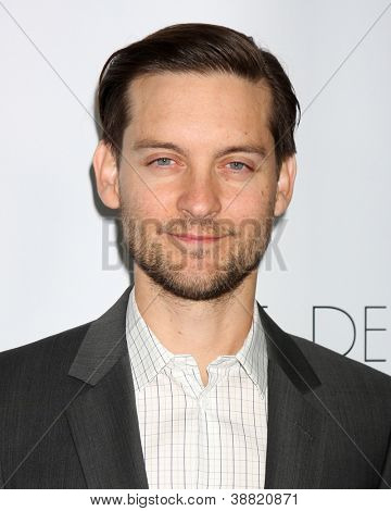 LOS ANGELES - OCT 29:  Tobey Maguire arrives at