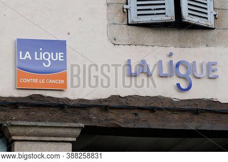 Bordeaux , Aquitaine / France - 10 01 2020 : La Ligue Contre Le Cancer Logo And Text Sign On Facade
