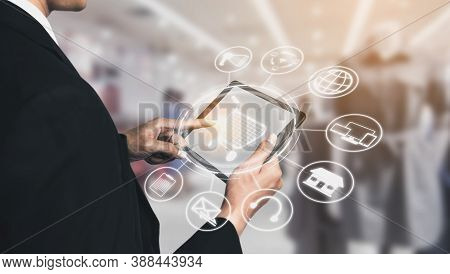 Omni Channel Technology Of Online Retail Business. Multichannel Marketing On Social Media Network Pl