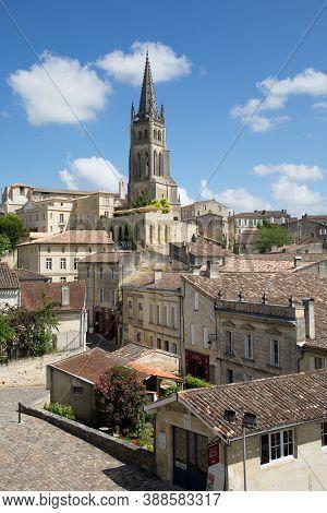 Saint Emilion, Bordeaux / France - 06 19  2018 : Bordeaux Wine Routes Vineyard Of Saint-emilion Unes