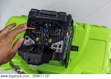 Optical Fiber Installation With Digital Fiber Optical Fusion Spl. High Precision Fiber Optic Cleaver