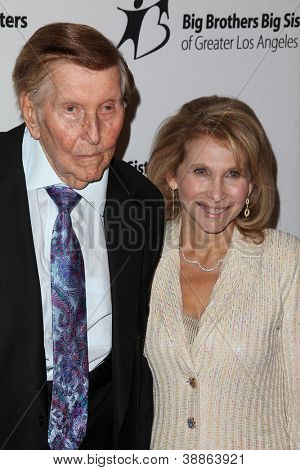 LOS ANGELES - OCT 26:  Sumner Redstone, Shari Redstone arrives at the Big Brothers Big Sisters of Greater Los Angeles 2012 Rising Stars Gala at Beverly Hilton on October 26, 2012 in Beverly Hills, CA