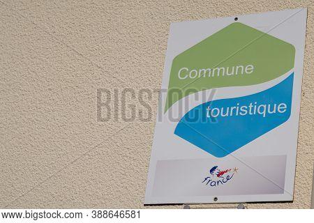 Bordeaux , Aquitaine / France - 10 01 2020 : Commune Touristique Logo Sign Means Tourist Country In