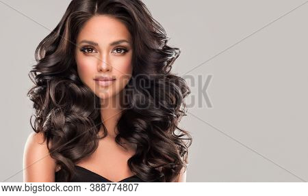 Beauty Brunette Girl With Long  And   Shiny Wavy Black Hair .  Beautiful   Woman Model With Curly Ha