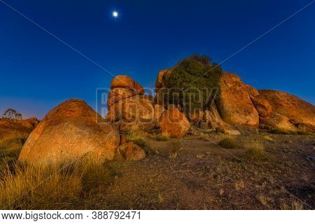 Nocturnal Australian Outback Landscape Of Devils Marbles Granite Boulders By Night. Karlu Karlu - De
