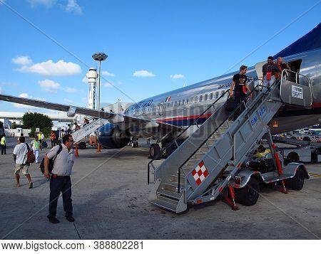 Cancun, Mexico - 28 Feb 2011: The Airpalne Of Aeromexico Company