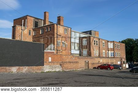 Doncaster,yorkshire, England - October 7, 2020. Buildings And Car Park Near  East Laith Gate In Donc