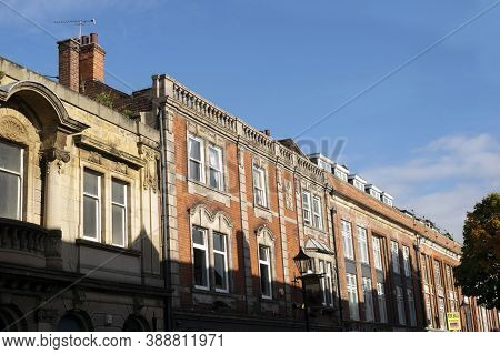 Doncaster,yorkshire, England - October 7, 2020.the Coach And Horses Pub Building Facade On A Sunny D