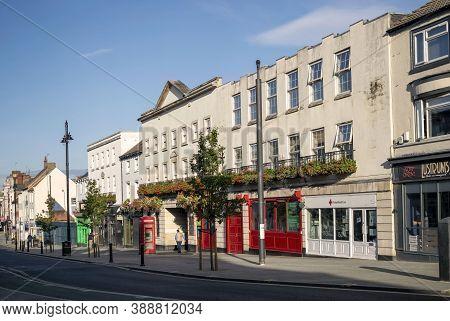 Doncaster,yorkshire, England - October 7, 2020. Hall Gate Street In Doncaster.