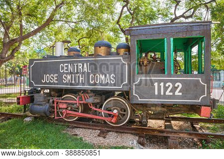 Havana, Cuba-october 8, 2016. Old Steam Train Locomotive, Used On Cuba's Sugar Plantations At The Pa