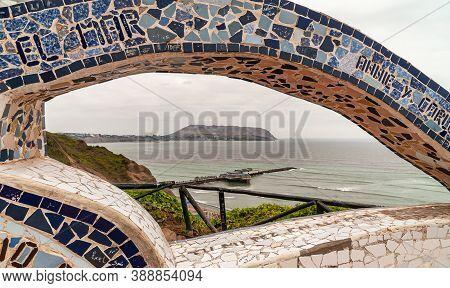 Miraflores, Peru - December 4, 2008: Parque Del Amor, Love Park. Gray-green Pacific Ocean With Pier