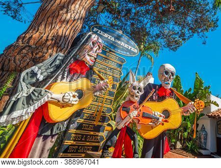 San Diego, Ca, Usa - November 04, 2016: Fiesta De Reyes Day Of The Dead Mannequins In Old Town San D