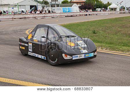 Prototype Fuel-efficient Vehicle