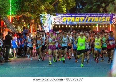 Running Starts In Mini-marathon Race