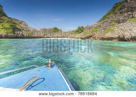 Lonley Blue Bay Paradise With Top Of The Ship Thailand Ko Ha