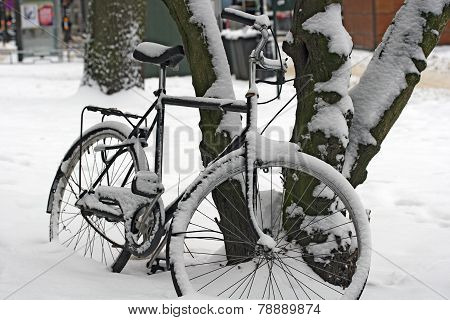 A bicycle in winter