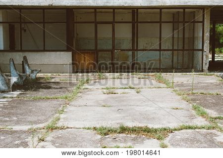 Abandoned street, abandoned house
