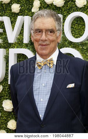 LOS ANGELES - AUG 1:  Elliott Gould at the CBS TV Studios Summer Soiree TCA Party 2017 at the CBS Studio Center on August 1, 2017 in Studio City, CA