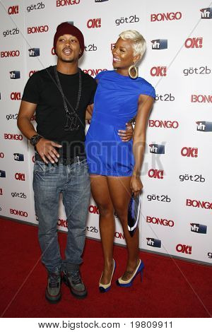LOS ANGELES - APR 14:  Romeo and Eva Marcille arrive at the OK magazine 'Sexy Singles Party'  at The Lexington Social House on April 14, 2011 in Los Angeles, CA.