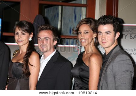 LOS ANGELES - APR 15:  Elycia Turnbow , Frankie Muniz, Kevin Jonas & Wife Danielle attending the 2011 Toyota Grand Prix Charity Ball at Westin Long Beach on April 15, 2011 in Long Beach, CA.