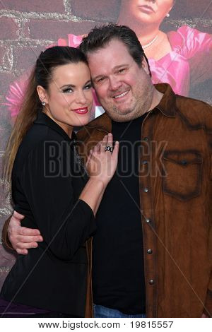LOS ANGELES - APR 27:  Katherine Tokarz and Eric Stonestreet arriving at the