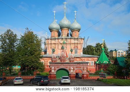 KOSTROMA, RUSSIA - SEPTEMBER 16, 2016: Ancient church of the Resurrection of Christ on Debre on a sunny September day. Golden ring of Russia