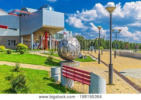 Key kamyshinskoe plateau Novosibirsk Siberia Russia - August 2 2017: the Large Novosibirsk planetarium. The building and Park area