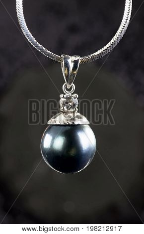 Big black Tahitian pearl with diamond in white gold..