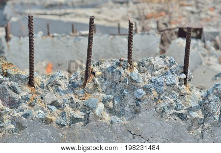 A close up of the old destroyed concrete with armature.