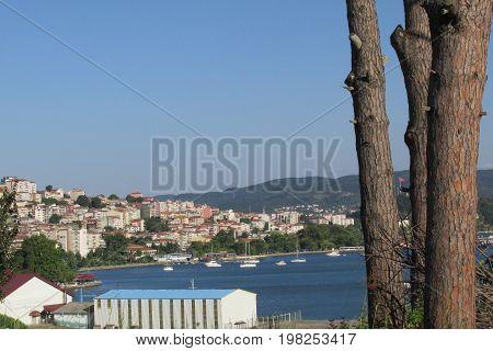 kdz ereğlide yelkenli yat limanı,aynı zamanda rüzgar sörfüde yapılıyor