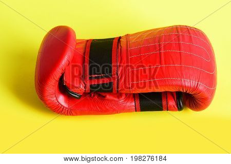 Pair Of Mittens For Boxing In Striking Red Colour