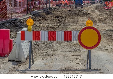 Construction Barrier Sign With Yellow Warning Light 2