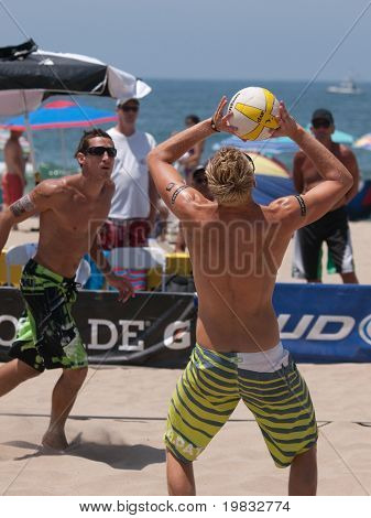 MANHATTAN BEACH, CA. - JULY 18: Casey Patterson setting the ball up for Ty Loomis at the AVP Manhattan Beach Open on July 18, 2009 in Manhattan Beach, CA.