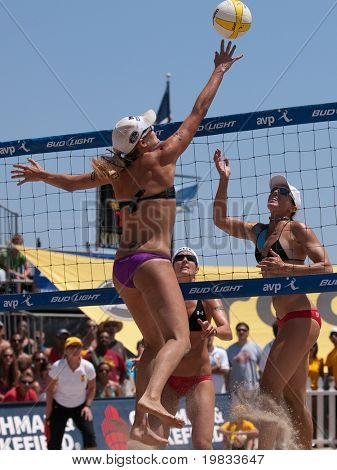 HERMOSA BEACH, CA. - AUGUST 8: Jen Kessy (L) and April Ross vs. Nicole Branagh (MID) and Elaine Youngs (R) for the womens final of the AVP Hermosa Beach Open. August 8, 2009 in Hermosa Beach.
